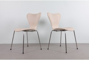 Fritz Hansen 'Series 7' Chairs – White Leather