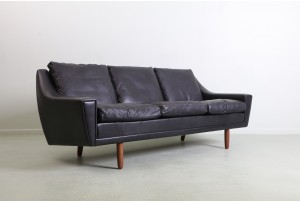 Refined 'Model 64' Leather Sofa by Georg Thams